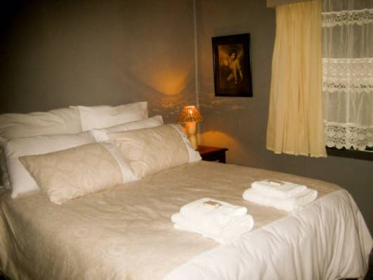 01-accommodation-double-bed